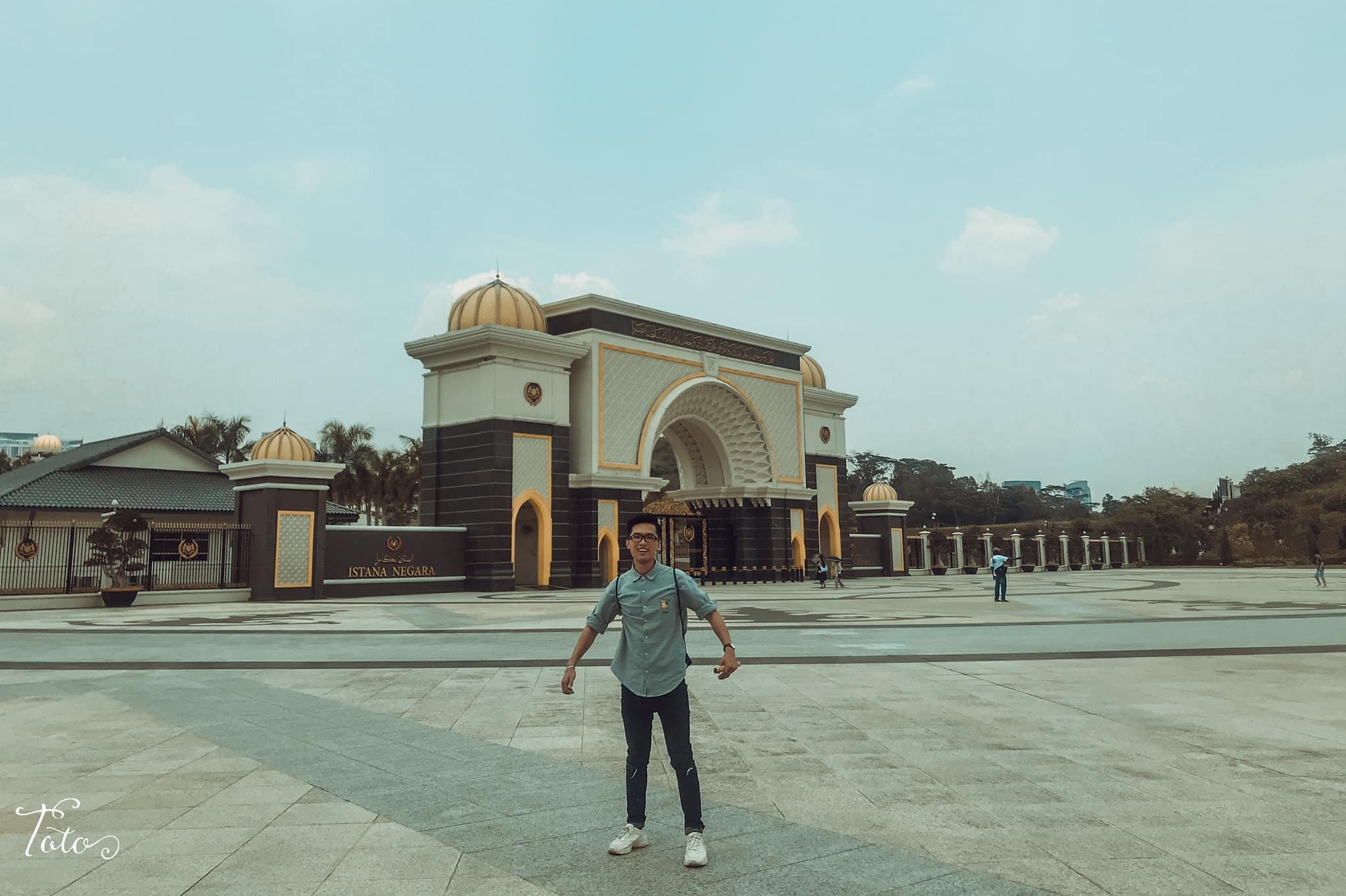 bên ngoài national palace