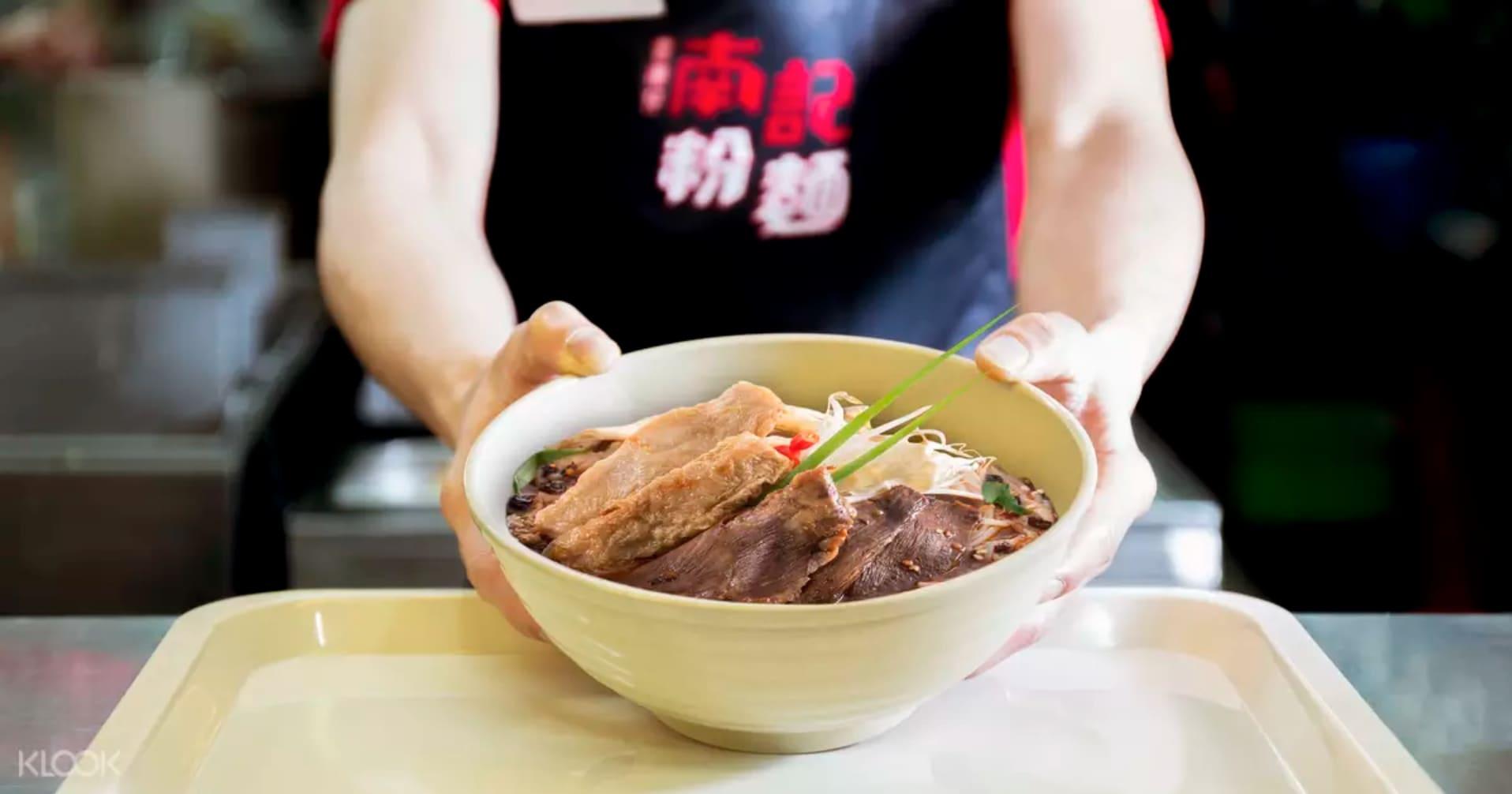 mì thịt heo ướp quay tại Nam Kee Noodles