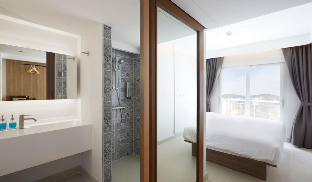 nội thất trong phòng của Lub d Phuket Patong Hostel