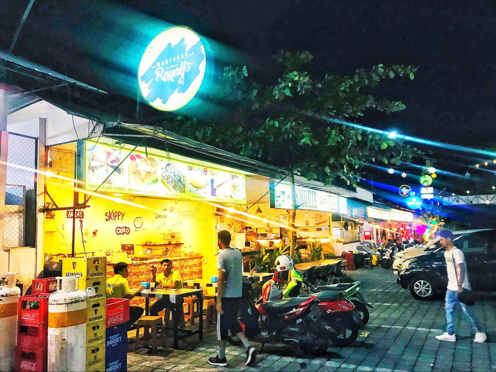 gian hàng chuối chiên dewi sri food center