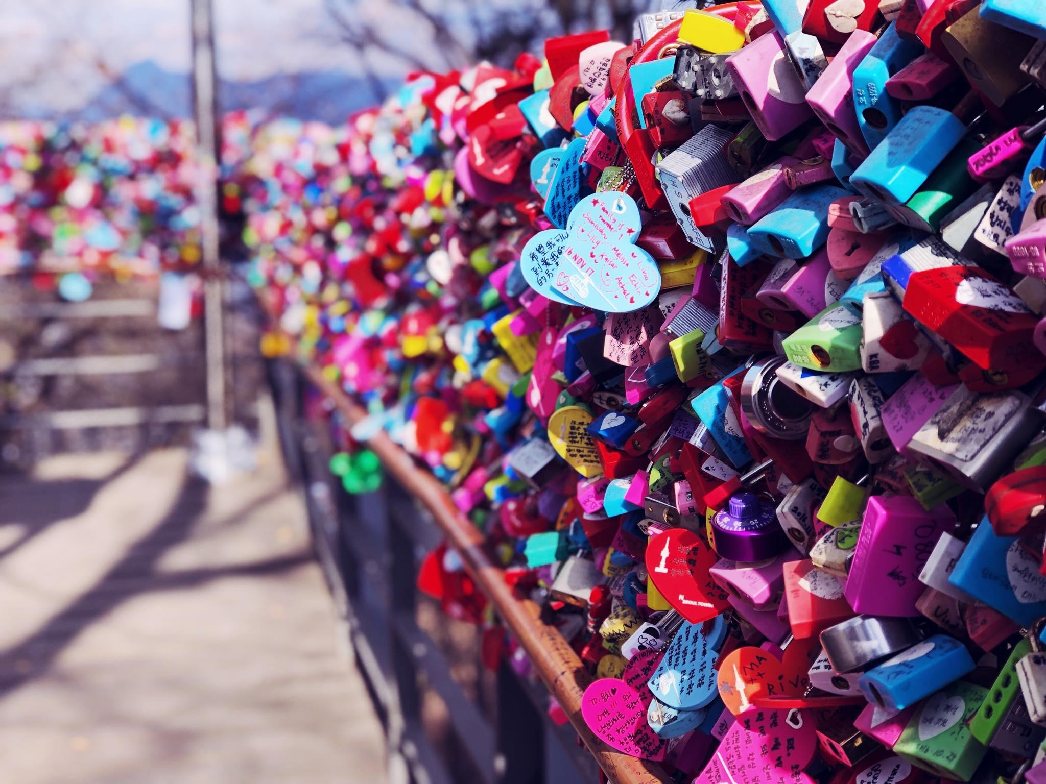 cầu khóa tình yêu gần tháp namsan