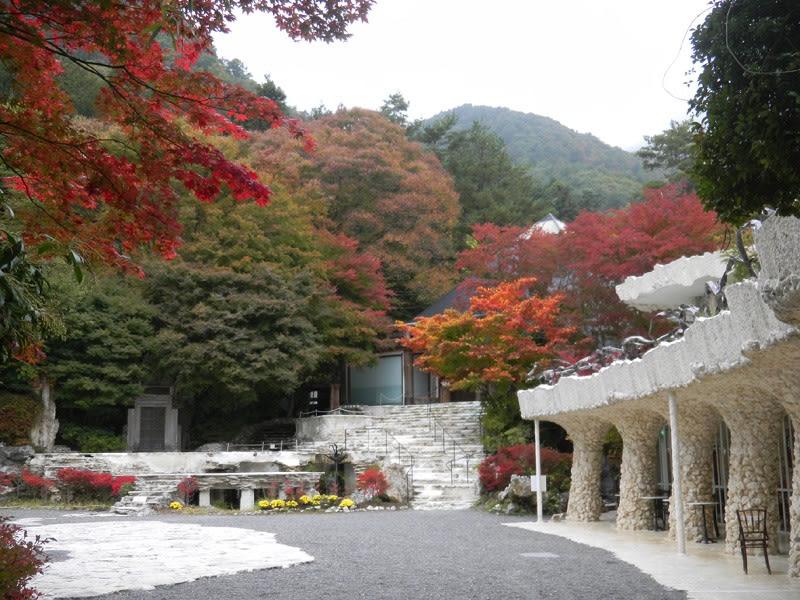 không gian bên ngoài bảo tàng nghệ thuật Itchiku Kubota