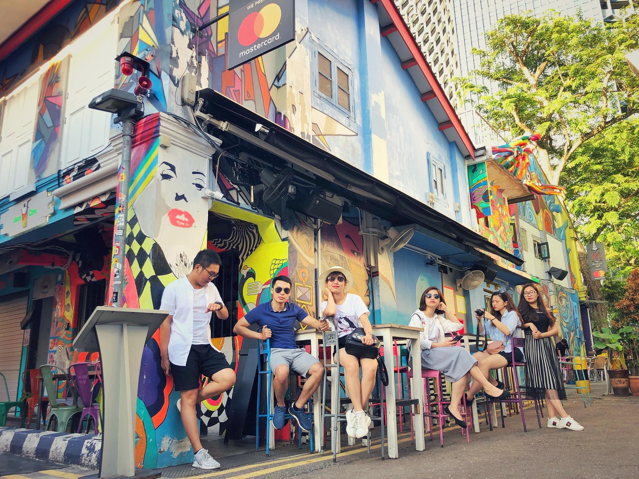chụp hình tại khu phố haji land