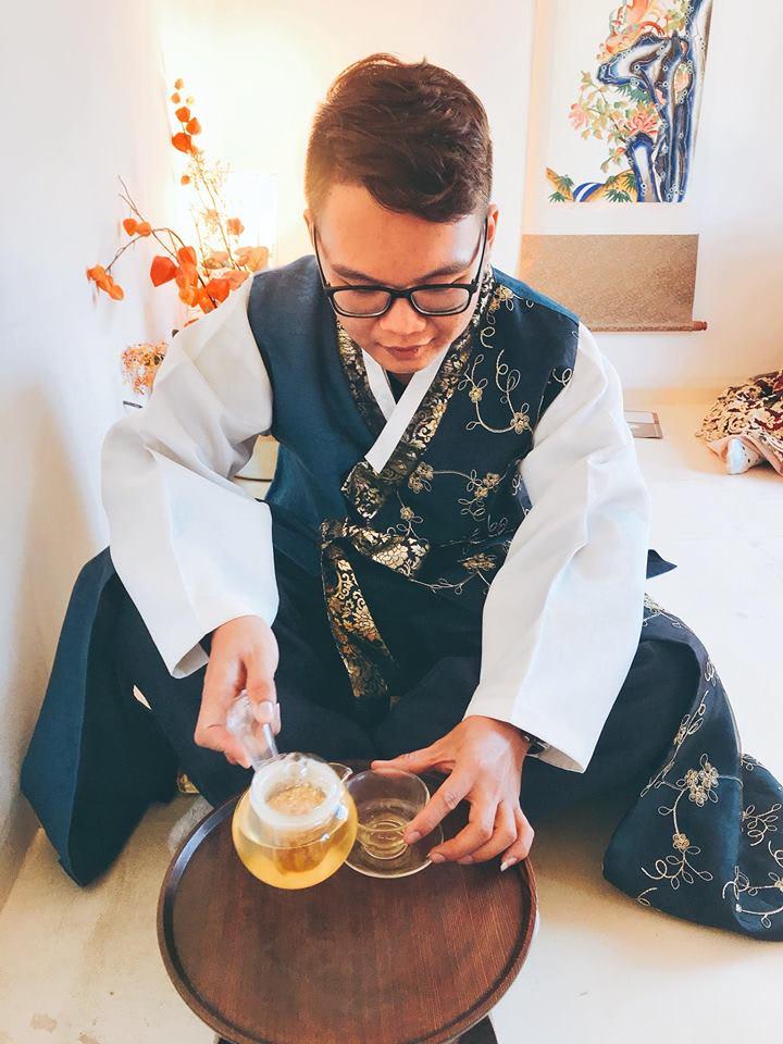 mặc hanbok uống trà