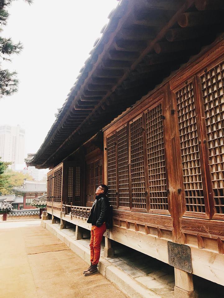 chụp hình tại cung điện Deoksugung