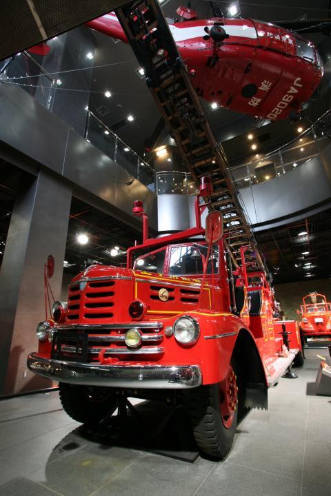 xe chữa cháy tại bảo tàng ở tokyo