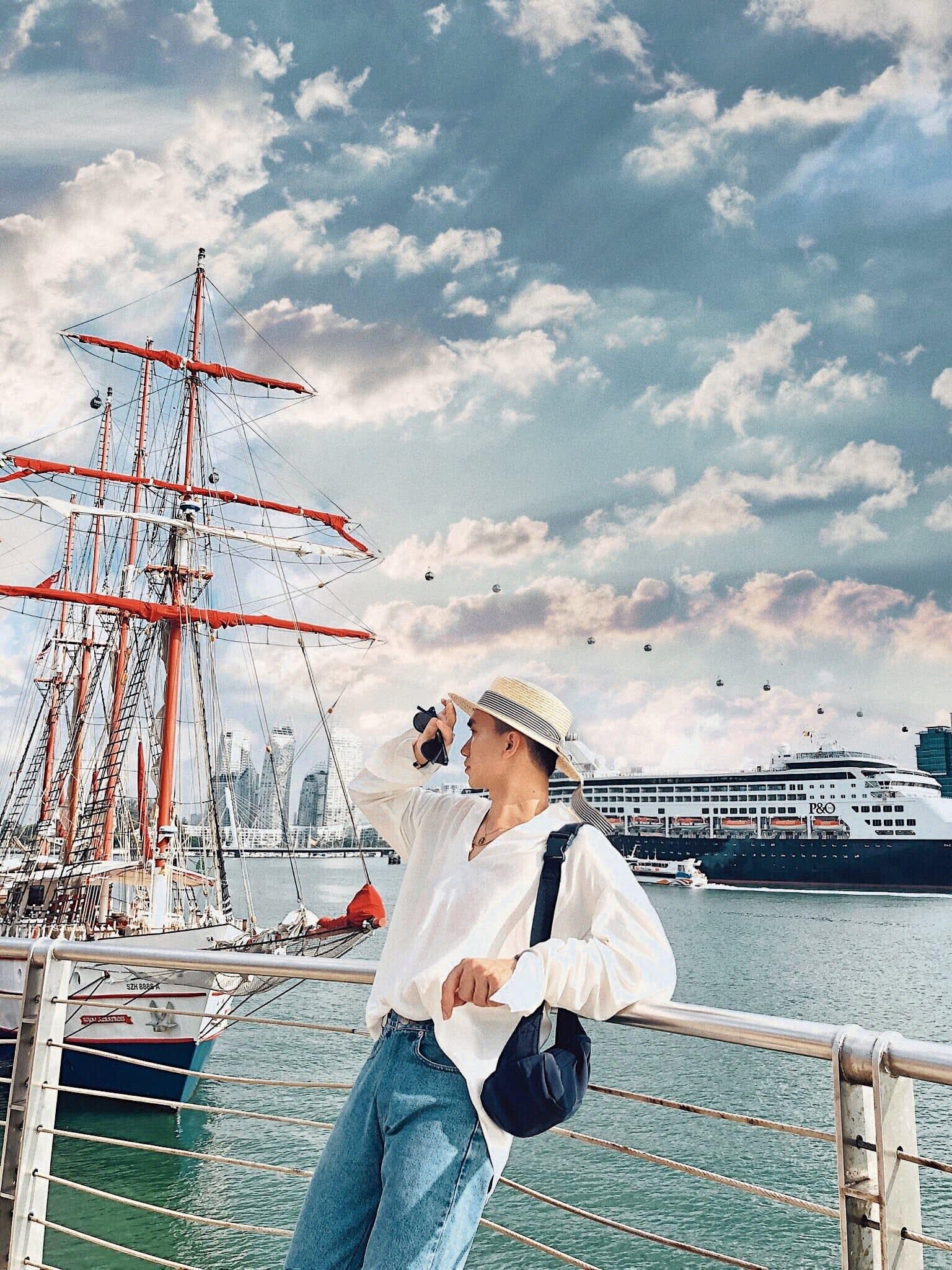 chụp hình tại bảo tàng trải nghiệm hàng hải