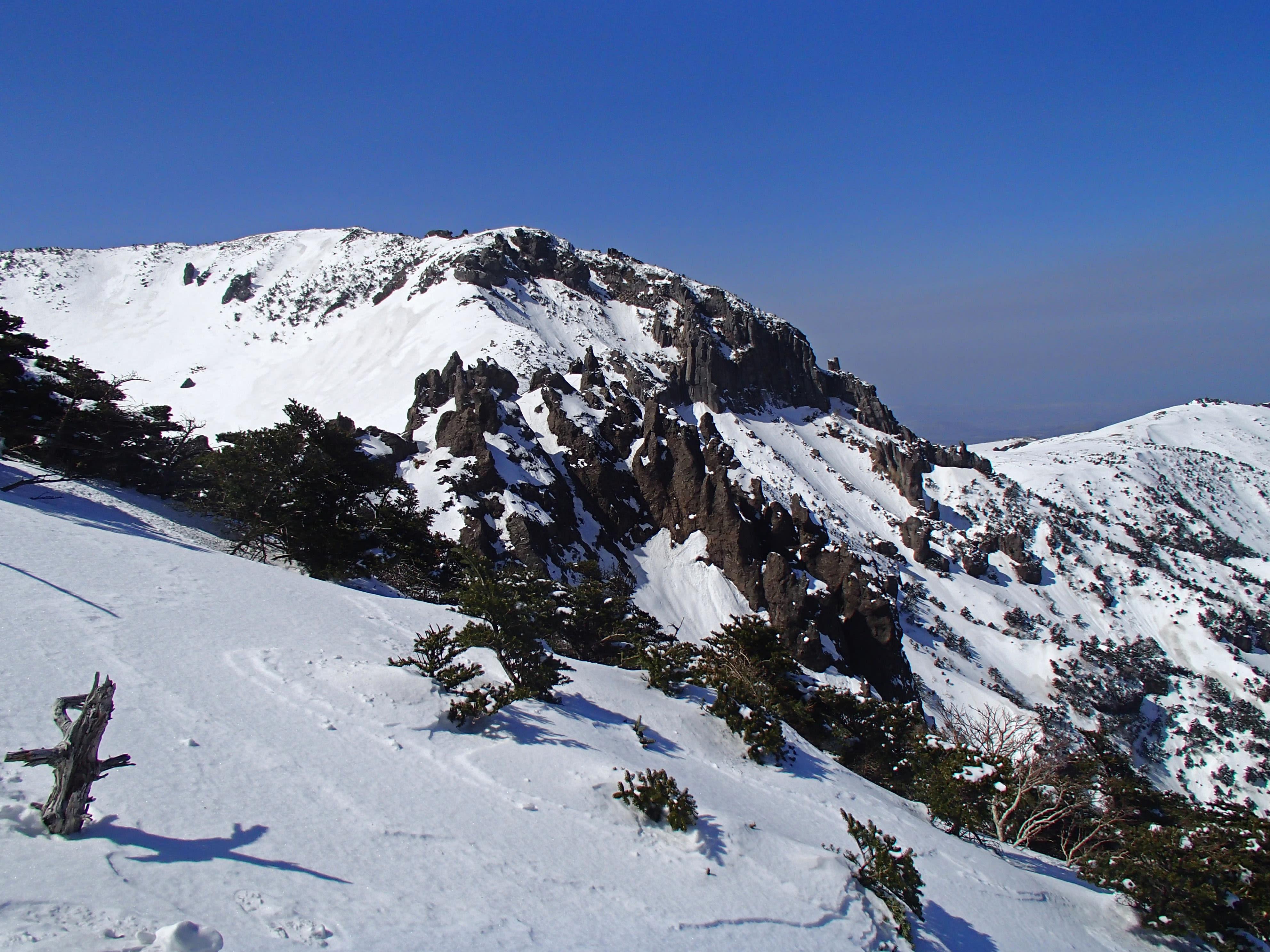 đỉnh núi hallasan vào mùa đông