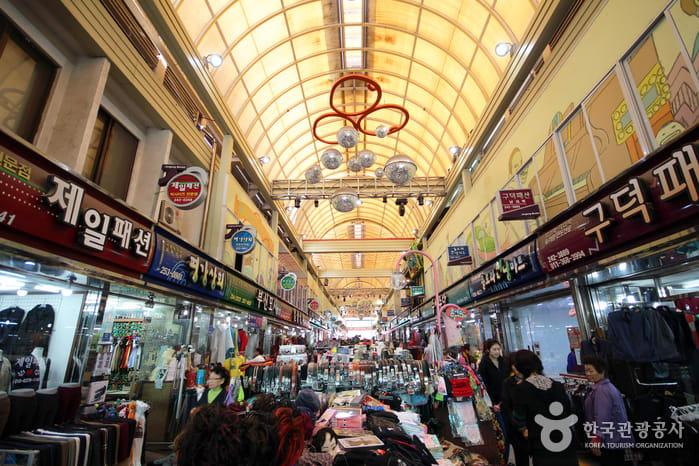 bên trong chợ chuncheon romantic
