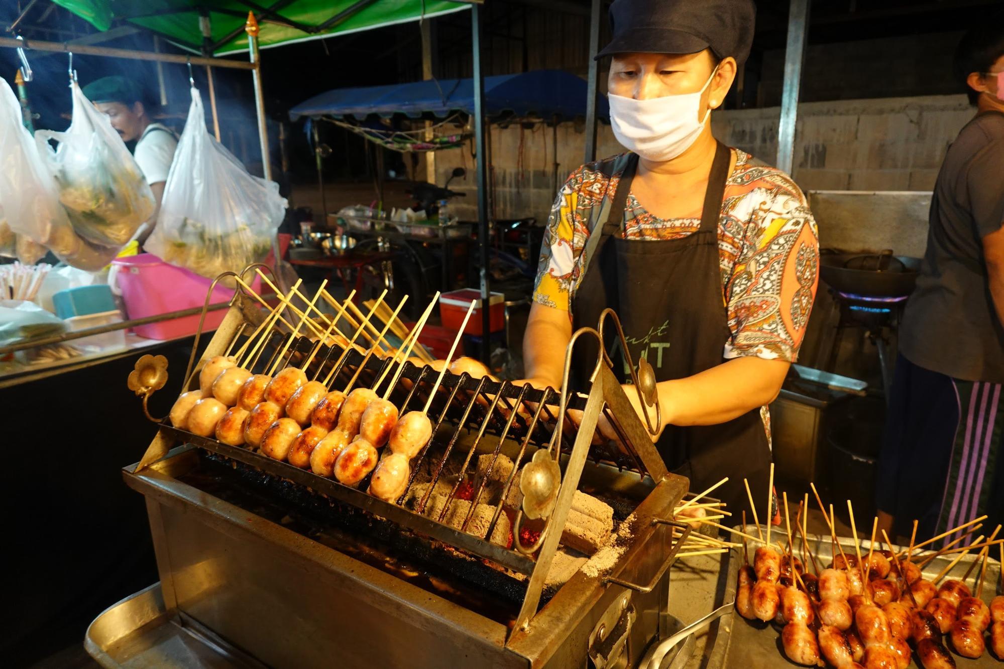 thức ăn tại chợ đêm