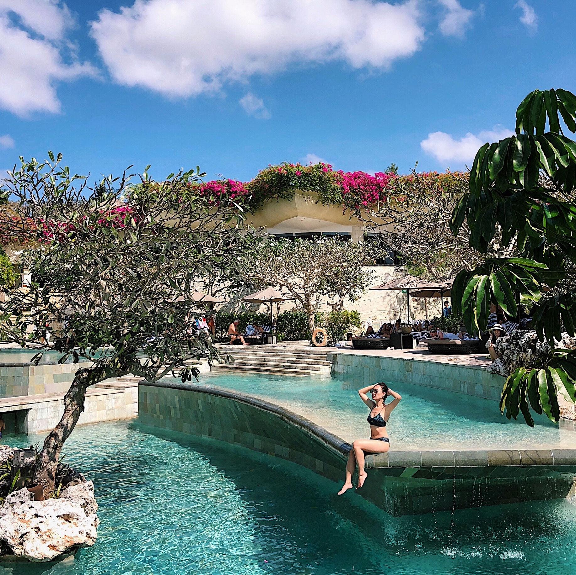bể bơi tại resort rimba