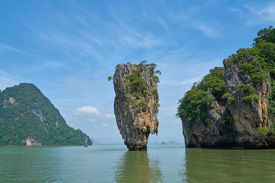 hòn đá trên vịnh phang nga