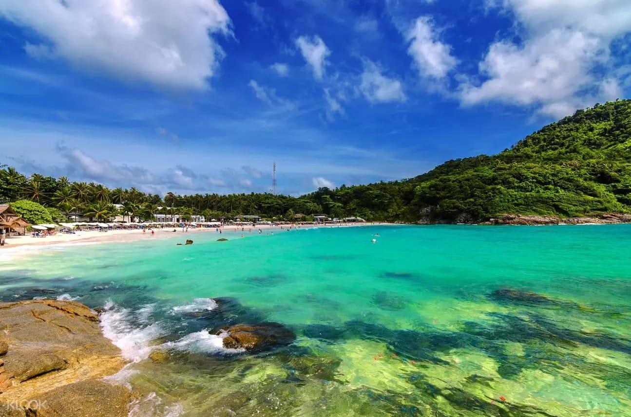 nước xanh ngọc tại biển banana của đảo san hô