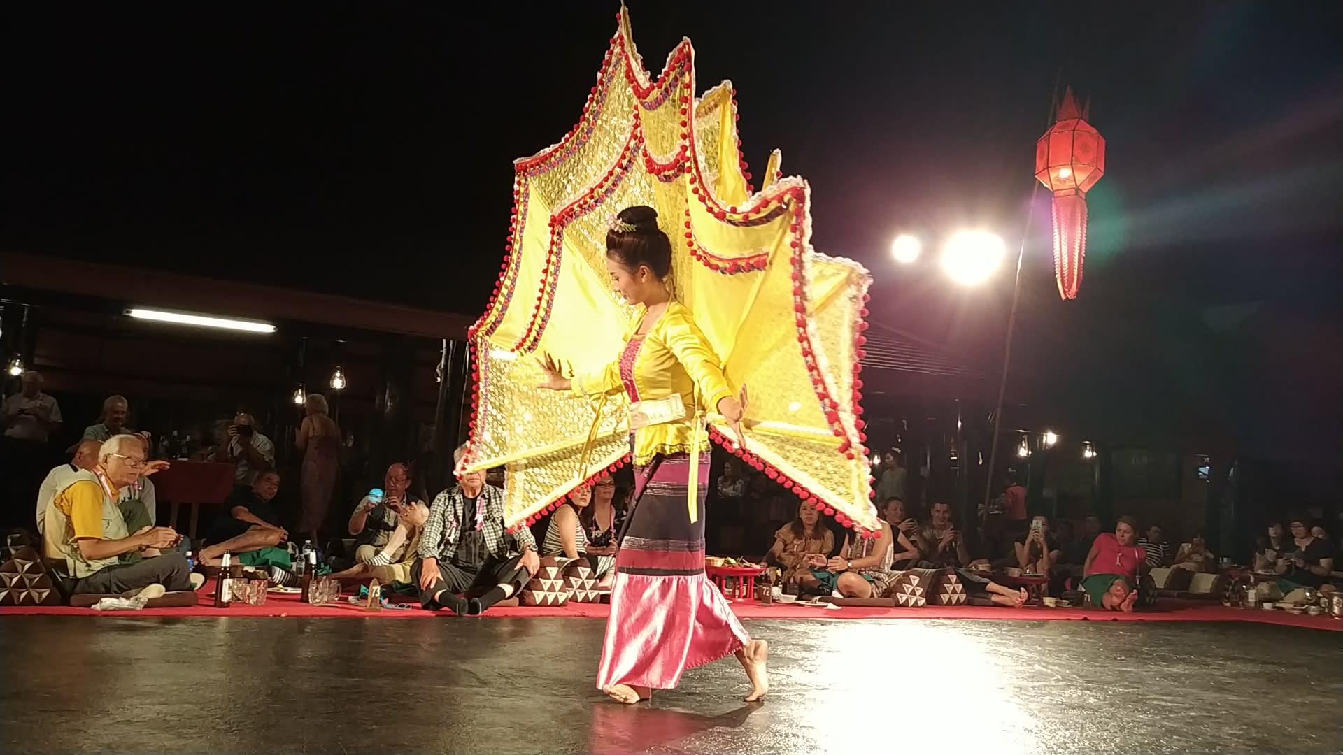 múa truyền thống ở khantoke