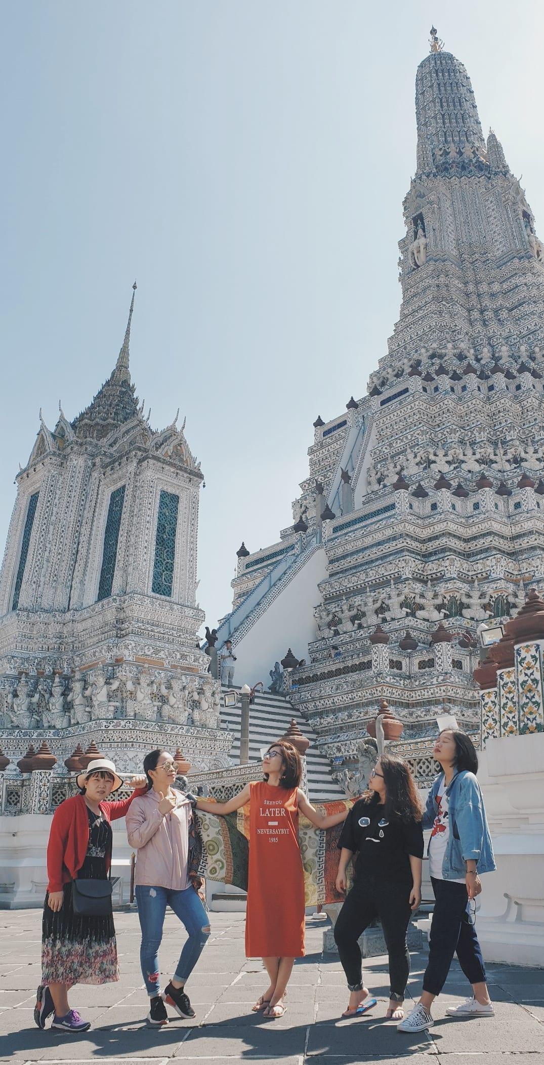 chụp hình tại chùa wat arun