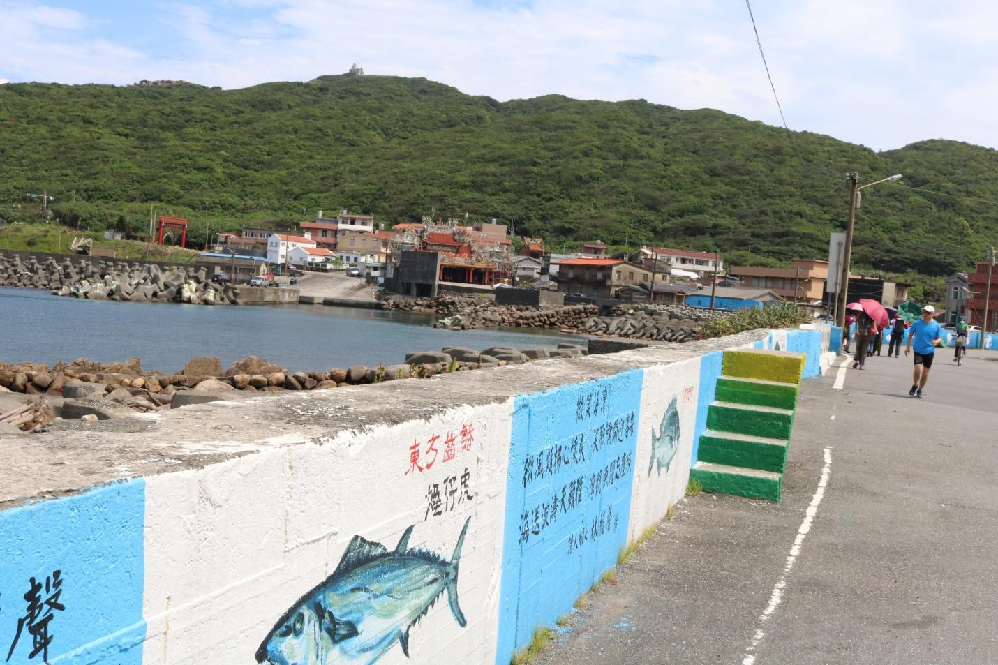 tranh tường chắn sóng biển