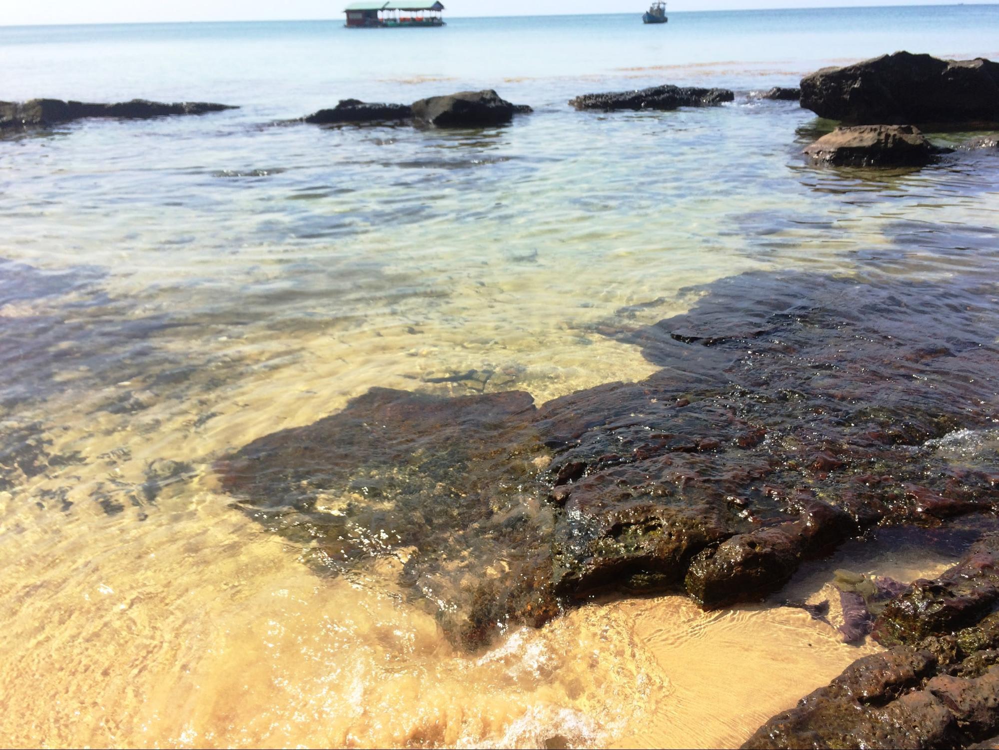 bãi biển gần đền thờ nguyễn trung trực