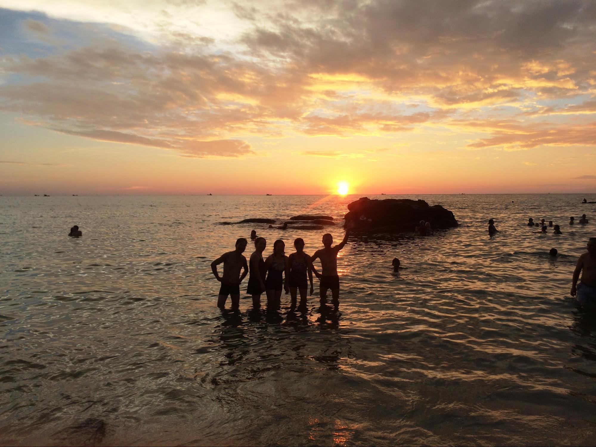 ảnh gia đình tại bãi biển