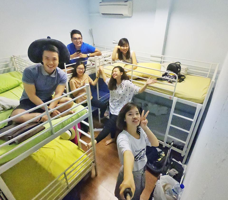 chụp hình tại uptown hostel