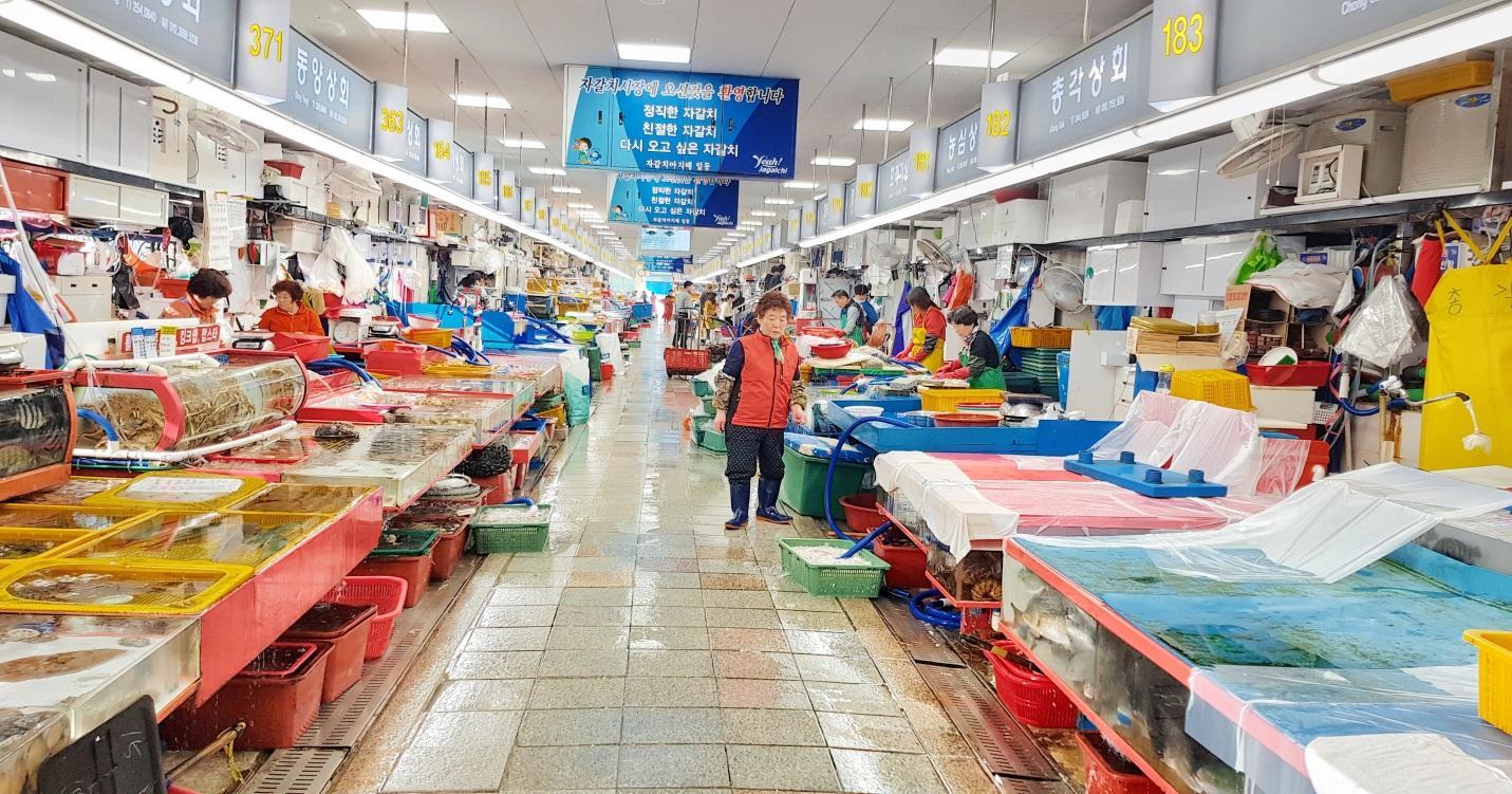 bên trong chợ cá jagalchi