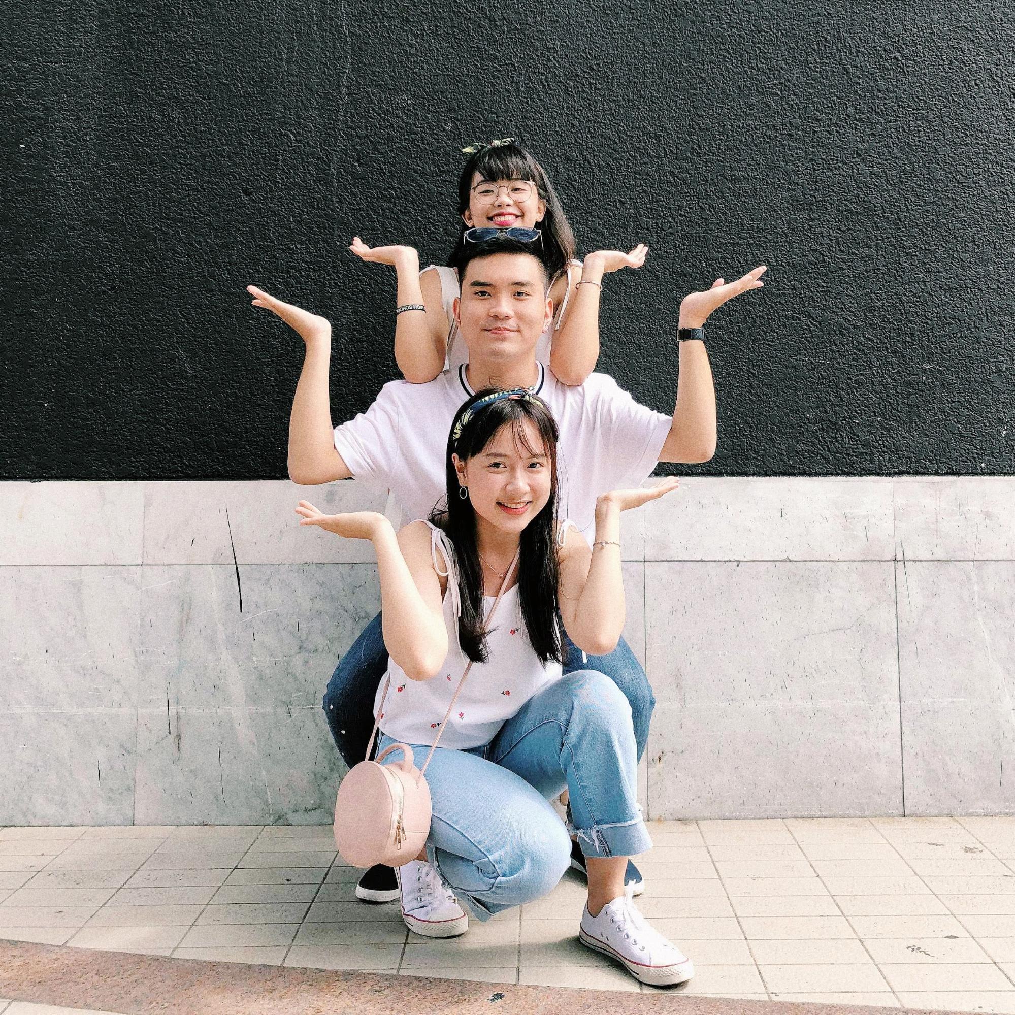 nhóm bạn tại bangkok art & culture center