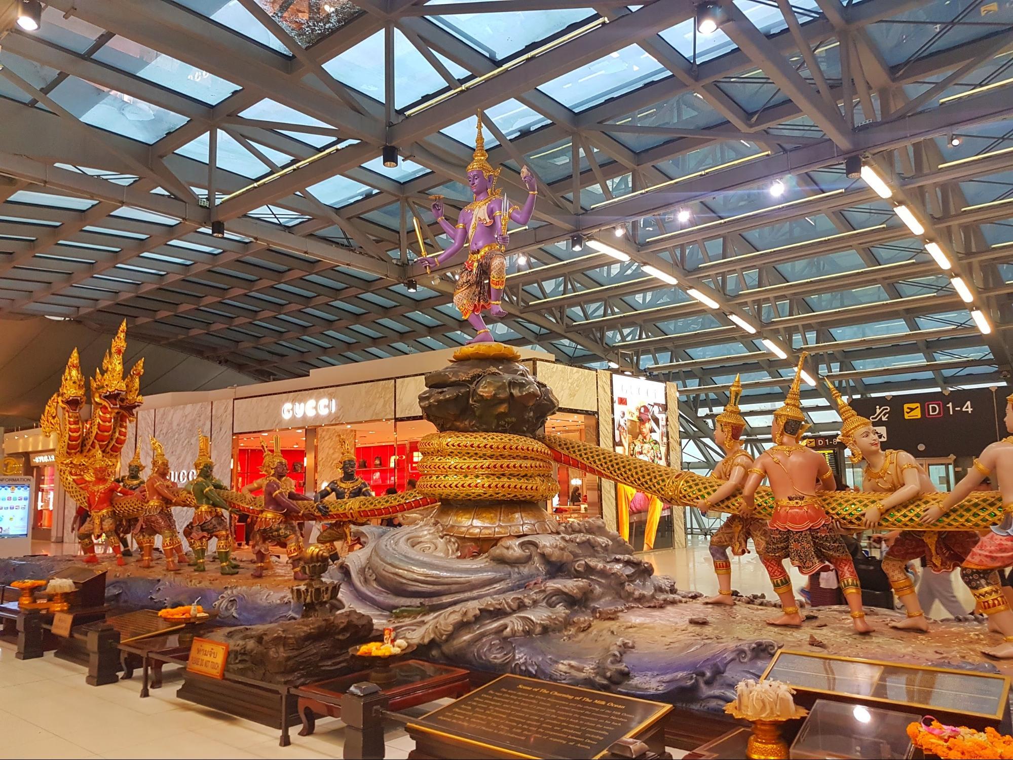 tượng phong cách thái tại sân bay suvarnabhumi