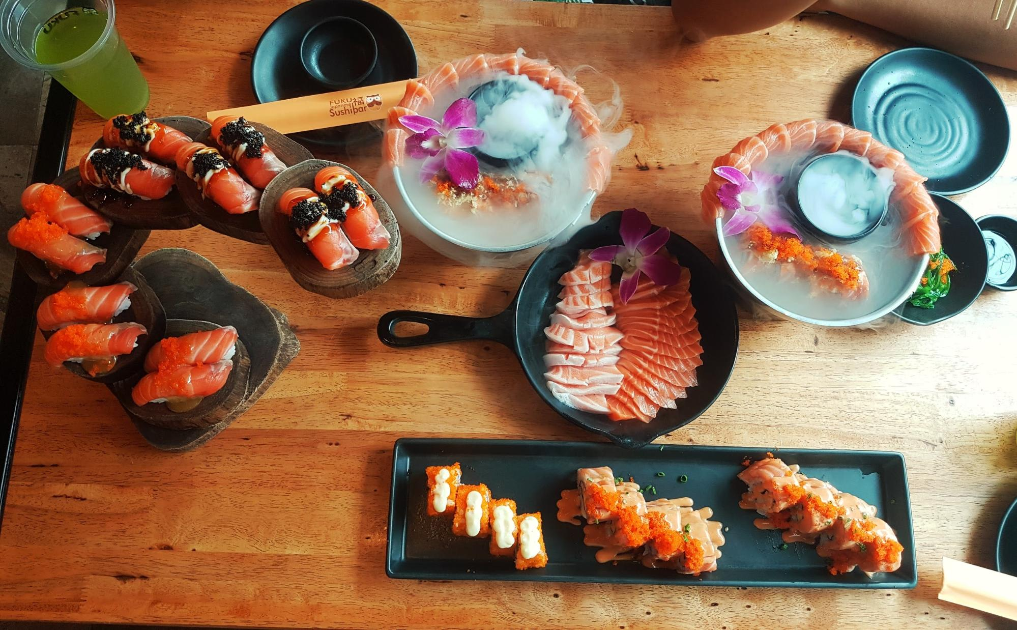 sashimi ở fuku intown