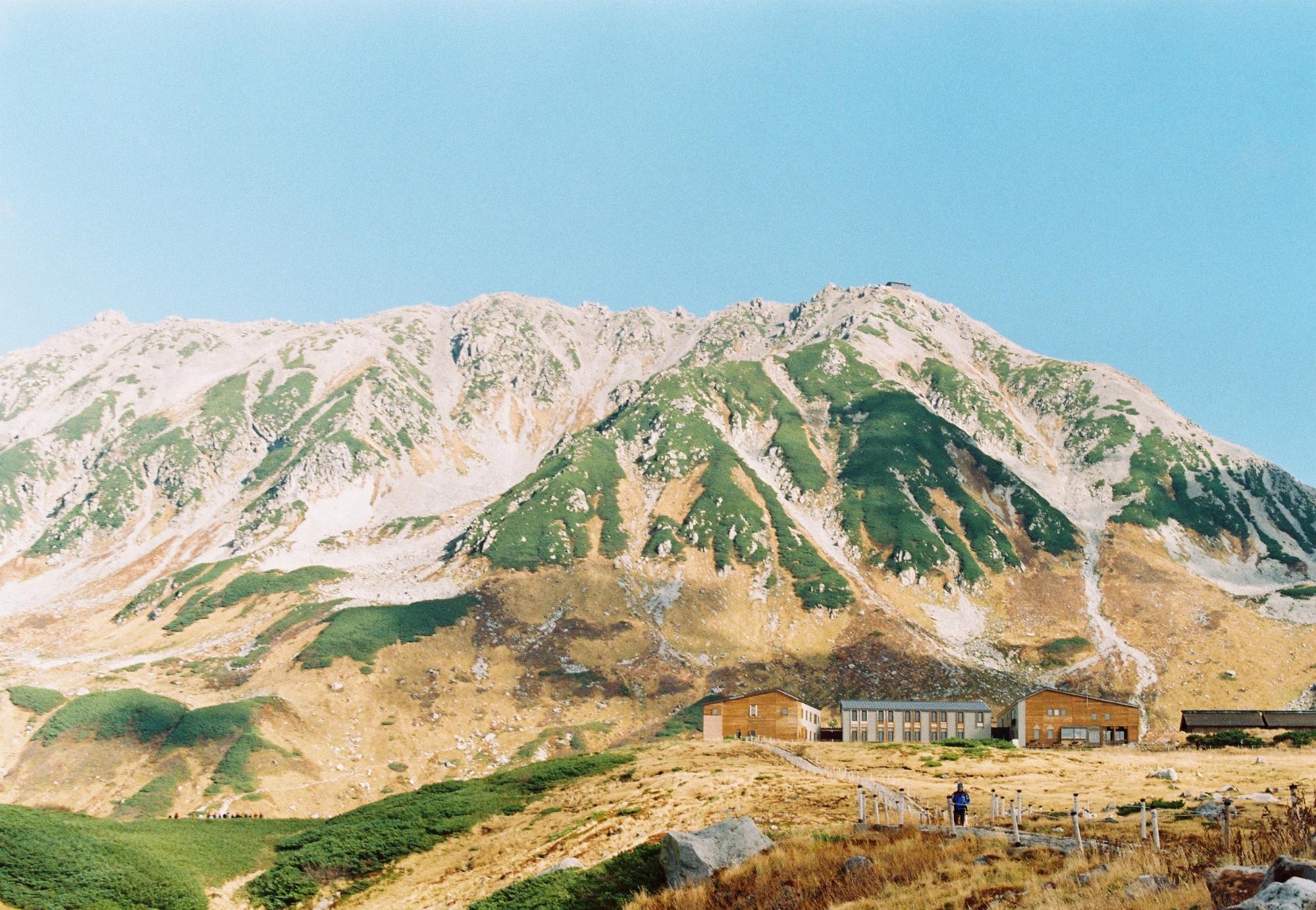núi đồi và nhà cửa trên bijodaira