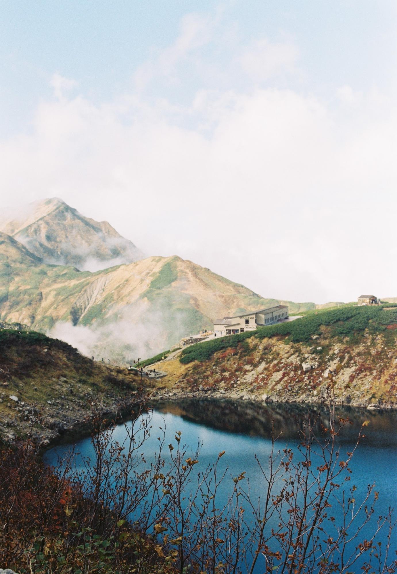 hồ nước và dãy tateyama nhìn từ murodo
