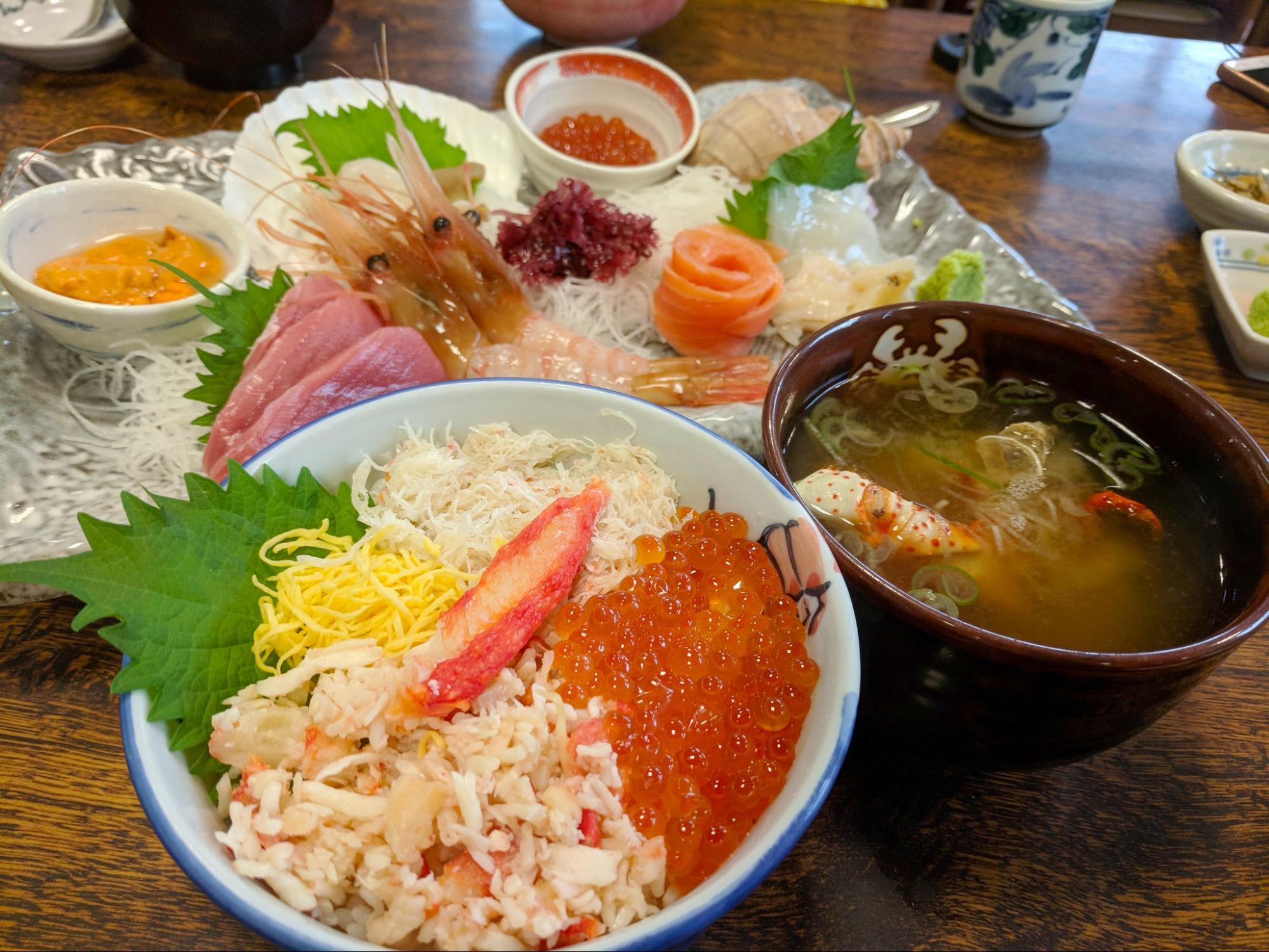 sashimi, kaisendon và canh cua