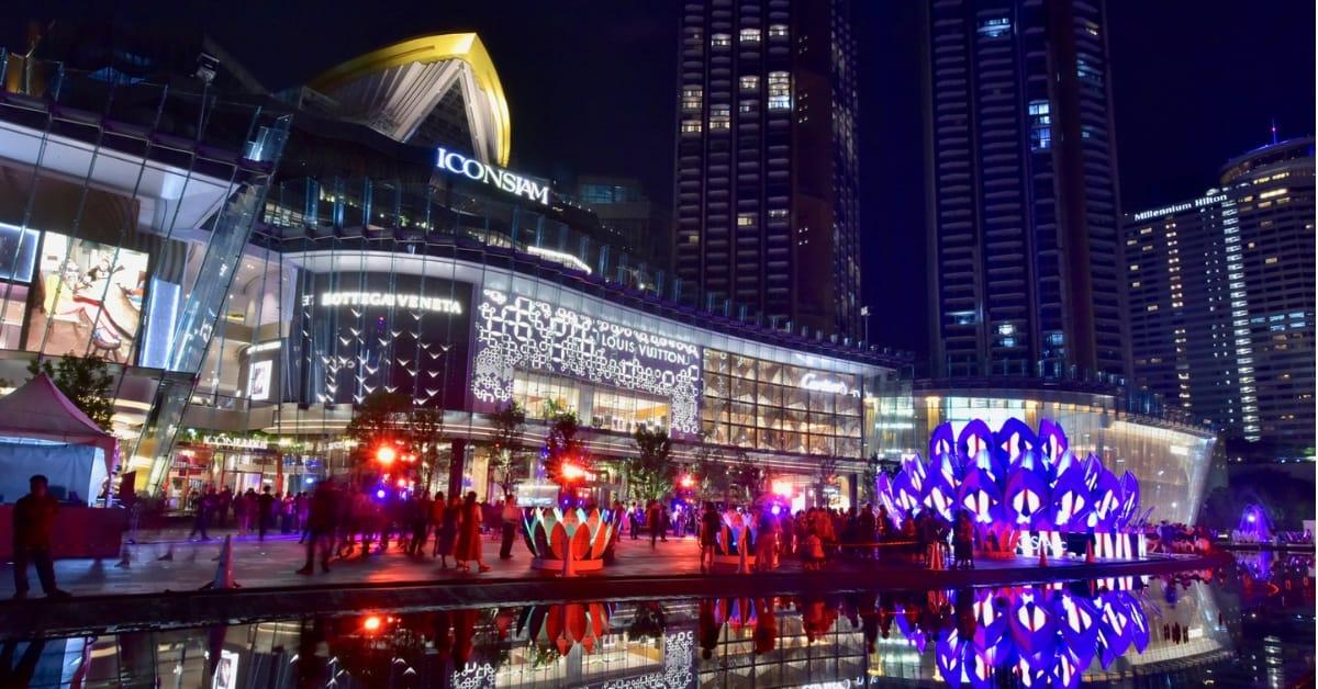 quảng trường trước iconsiam về đêm