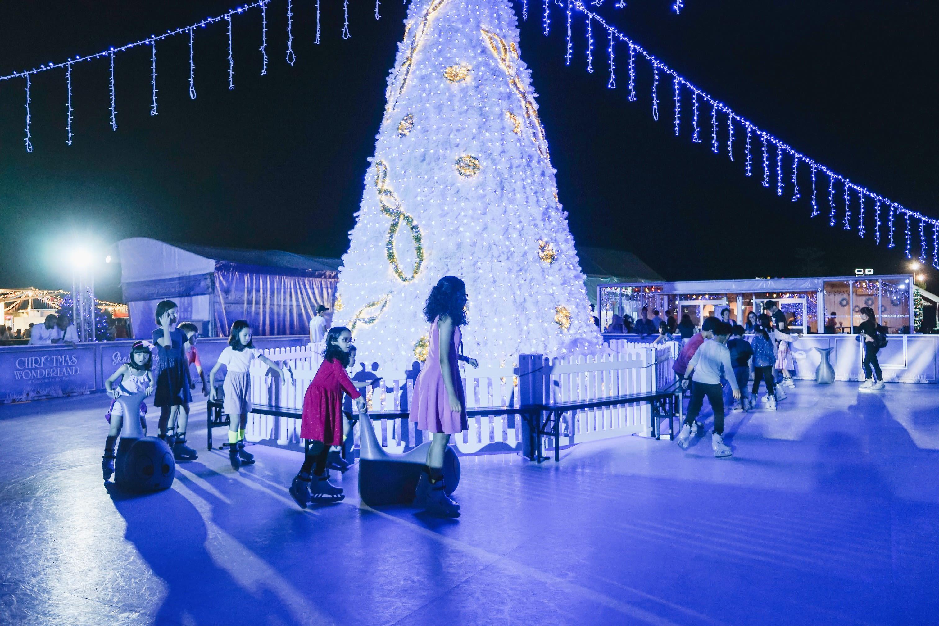 trượt băng tại gardens by the bay singapore