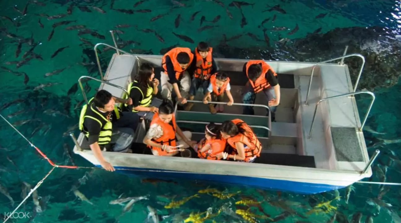 thuyền đáy kính tại sea life bangkok ocean world
