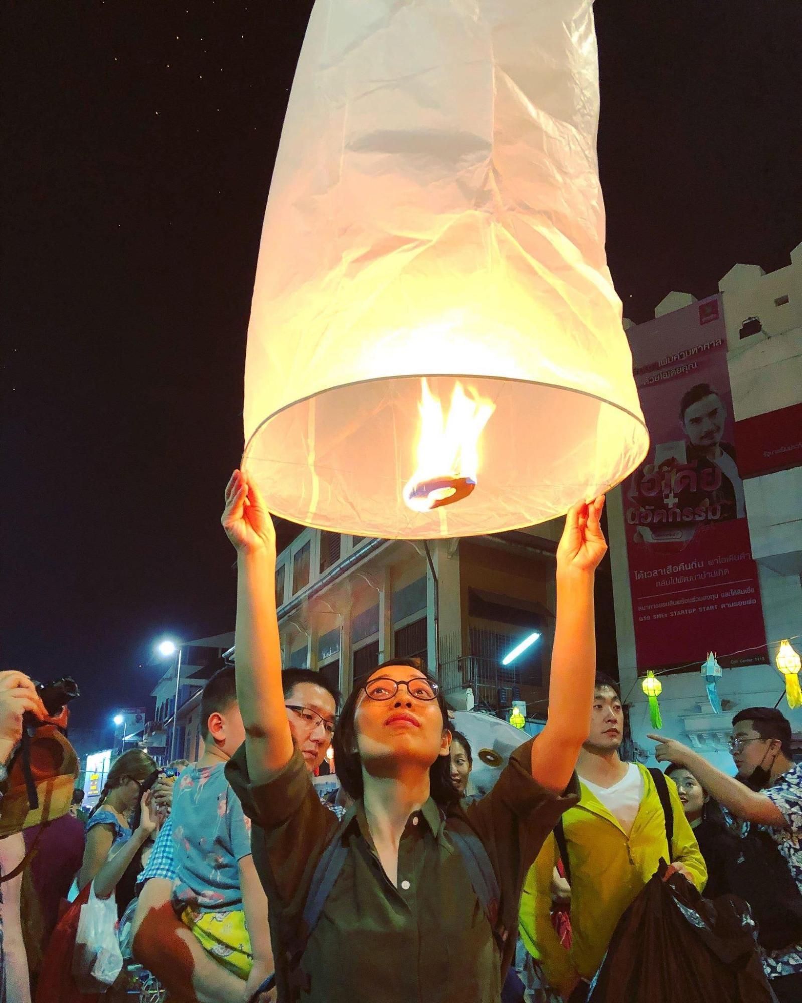 thả đèn trời ở cầu nawarat
