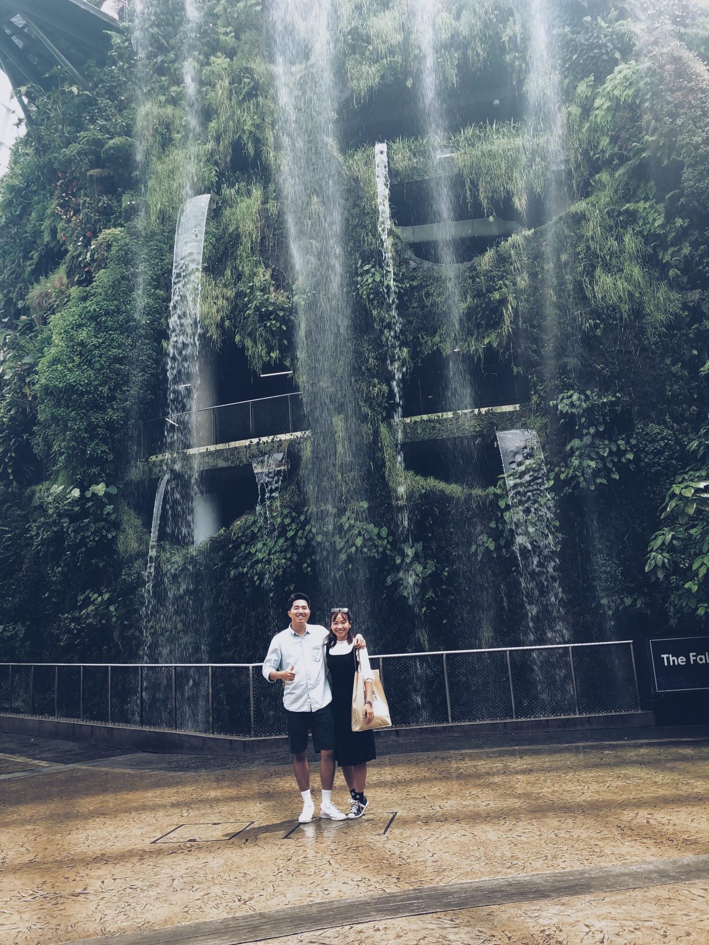 thác nước nhân tạo tại gardens by the bay