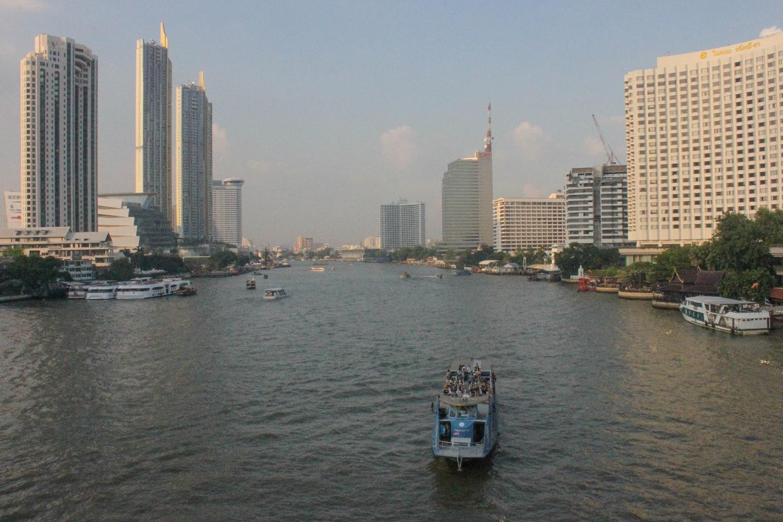 sông chao phraya nhìn từ trên cầu