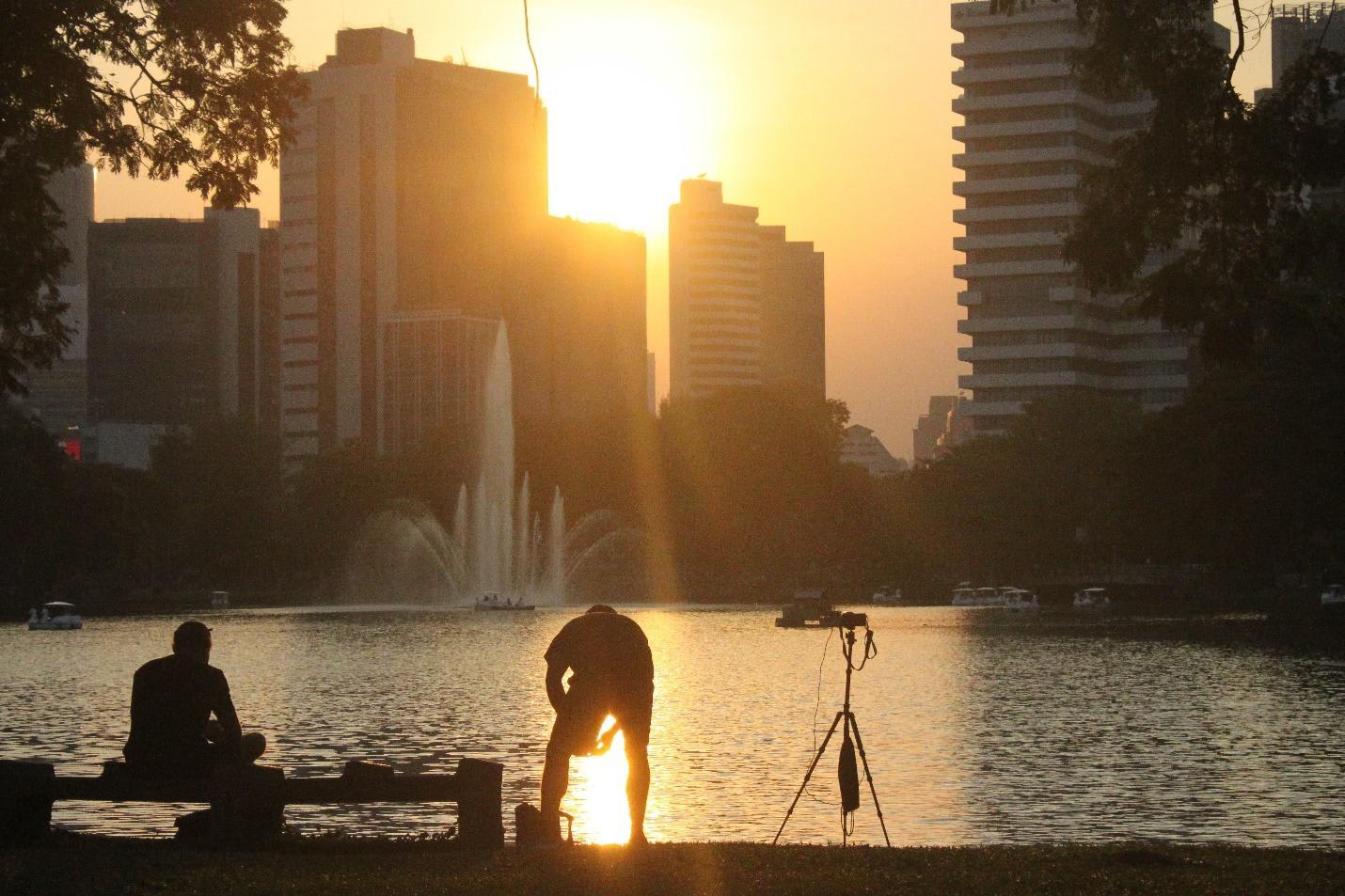 hoàng hôn tại lumpini park