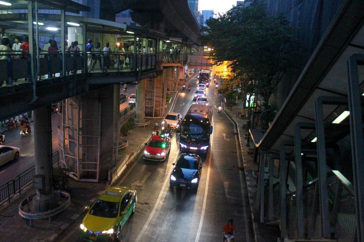 đường phố silom về đêm