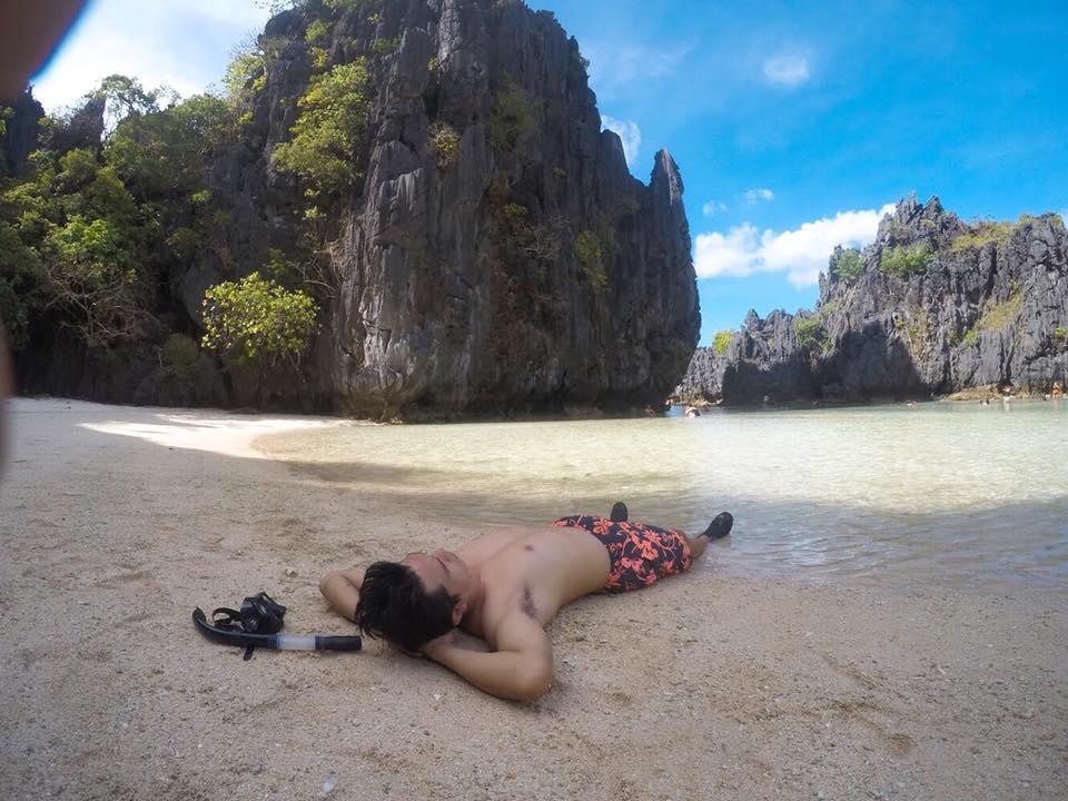 nghỉ ngơi trên bãi biển ở el nido