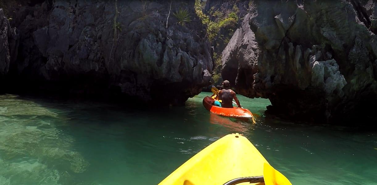 chèo kayak vào secrect lagoon