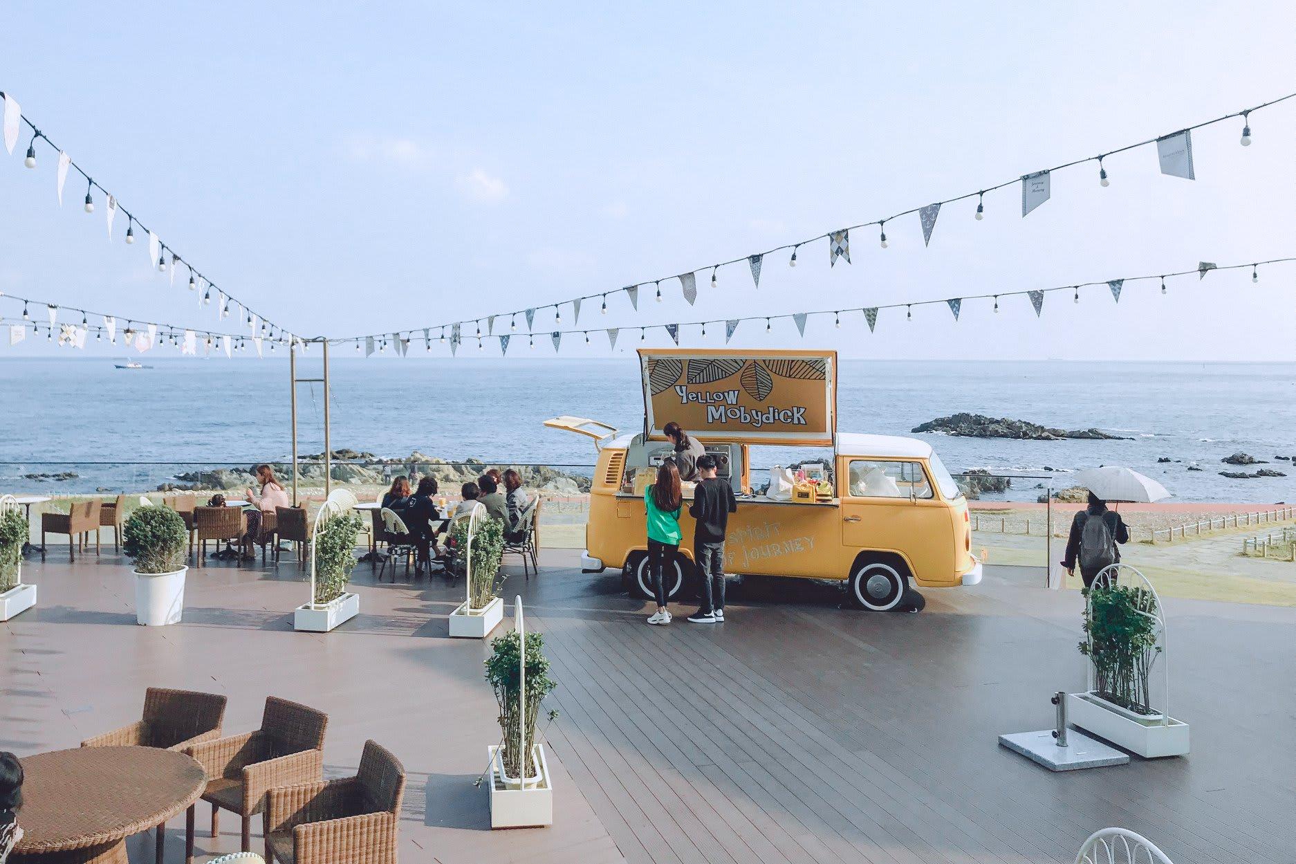 quán cafe cạnh biển