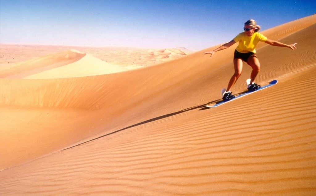 trượt ván trên sa mạc