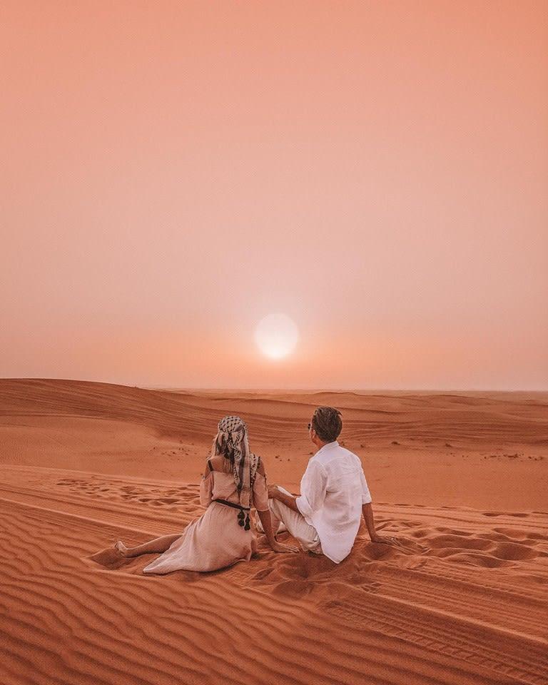 ngắm bình minh tại sa mạc