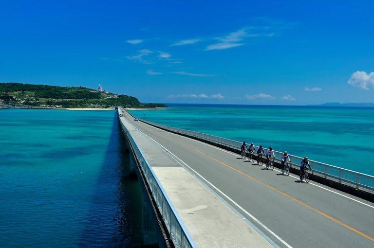 tham quan Kouri Island bridge trong lịch trình ngắm hoa anh đào tại nhật bản
