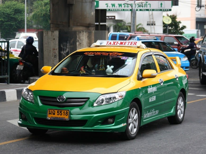 How-To-Enjoy-A-Klook-It-Yourself-Holiday-In-Phuket-taxi
