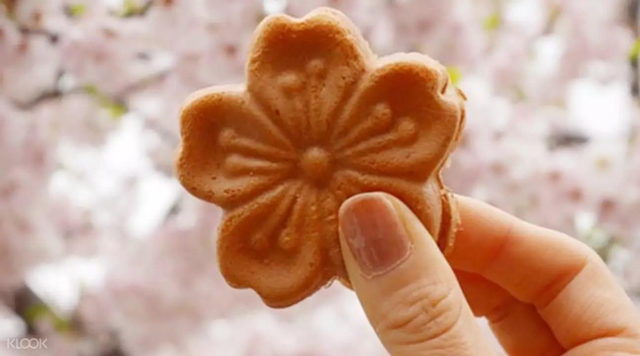 korea cherry blossom cake