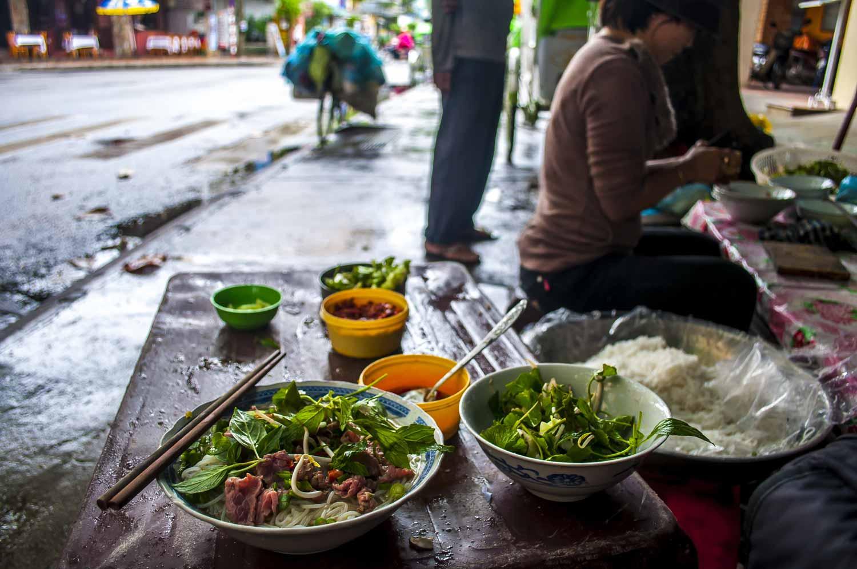viet street food11 - Why Vietnam is a Great Digital Nomad Destination in 2019