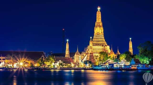 Offpeak Wat Arun Bangkok