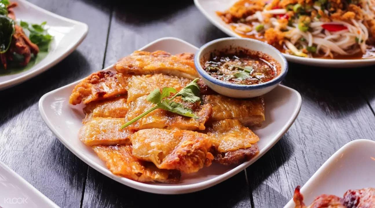 Fried chicken at Khunn Zap Der
