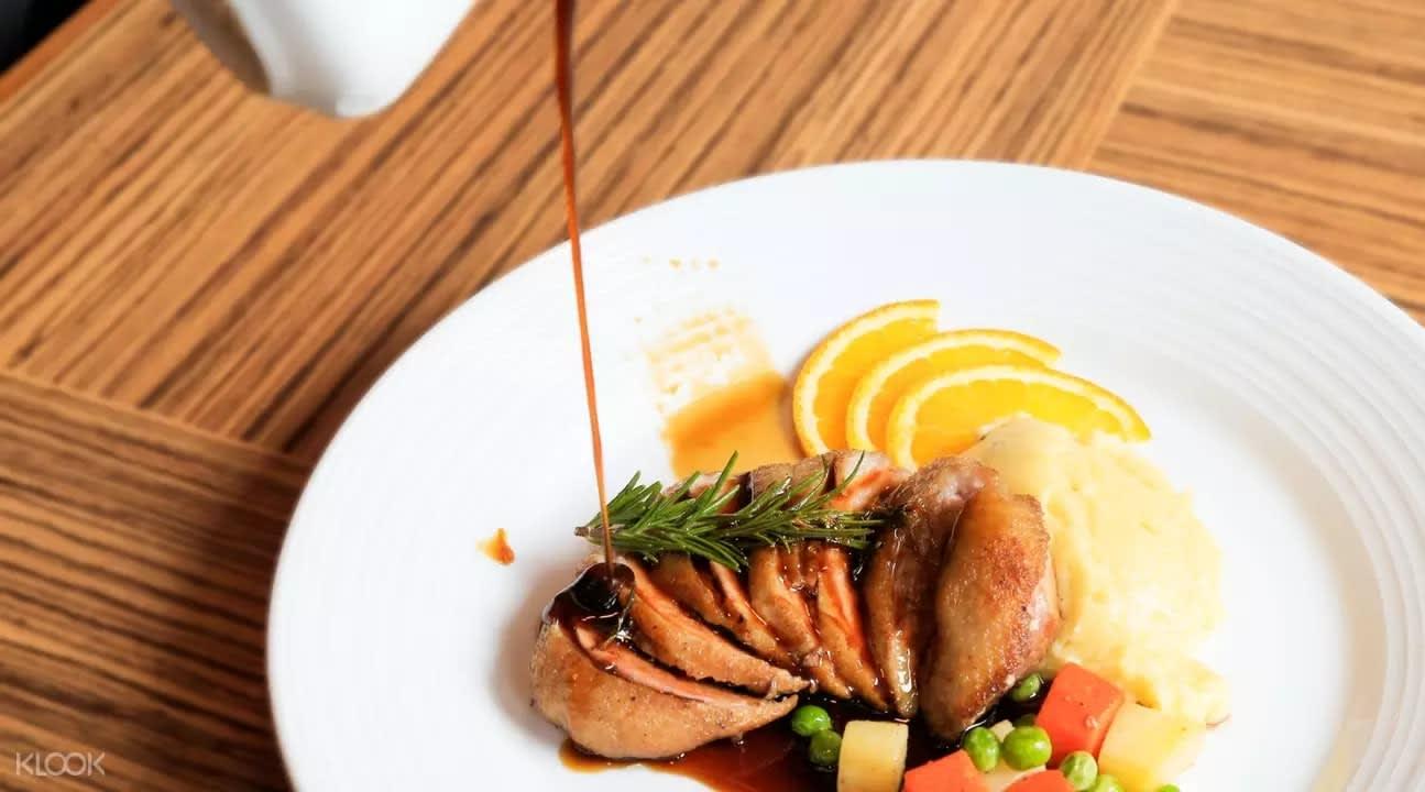 Roast chicken at 180° Sky Lounge